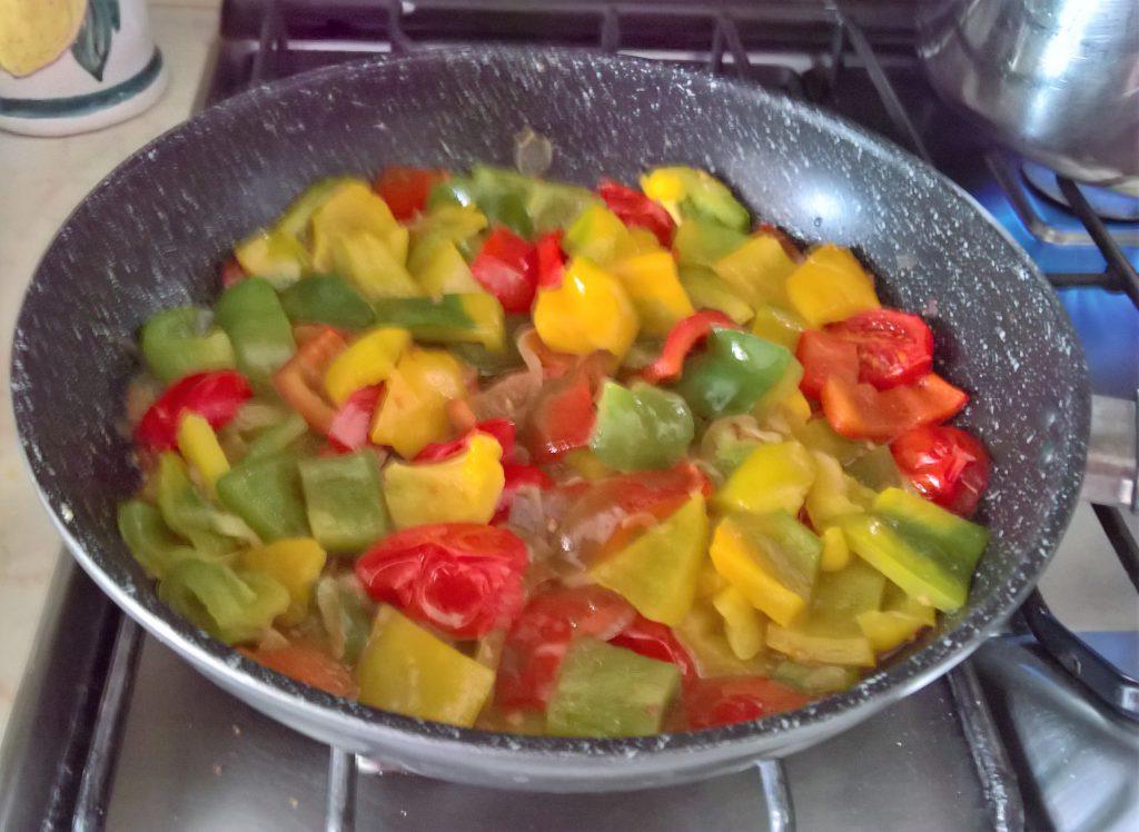 luganega ai peperoni con pomodoro
