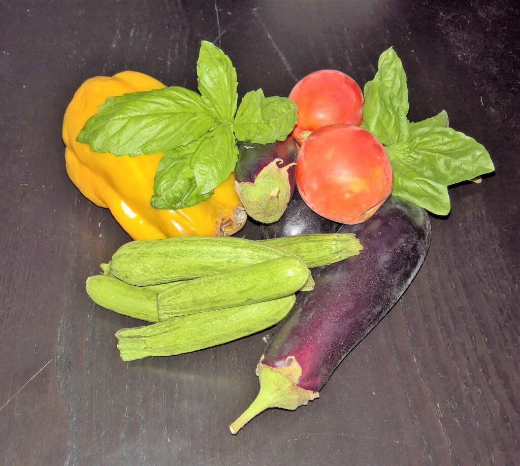 Farfalloni verdure e noci