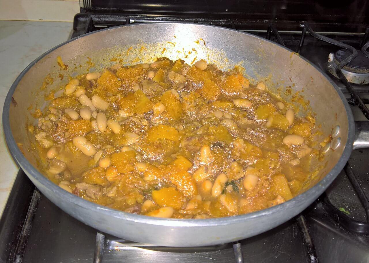 Zuppa d'autunno Zucca fagioli e funghi