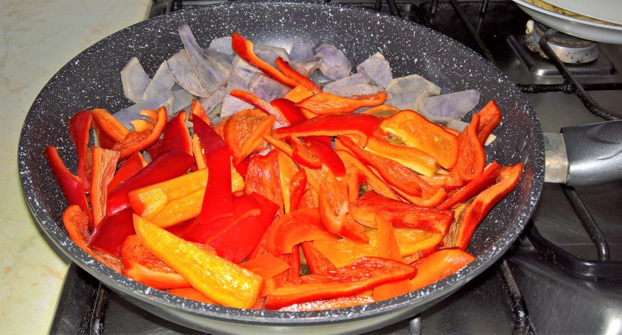 padellata di peperoni e patate viola