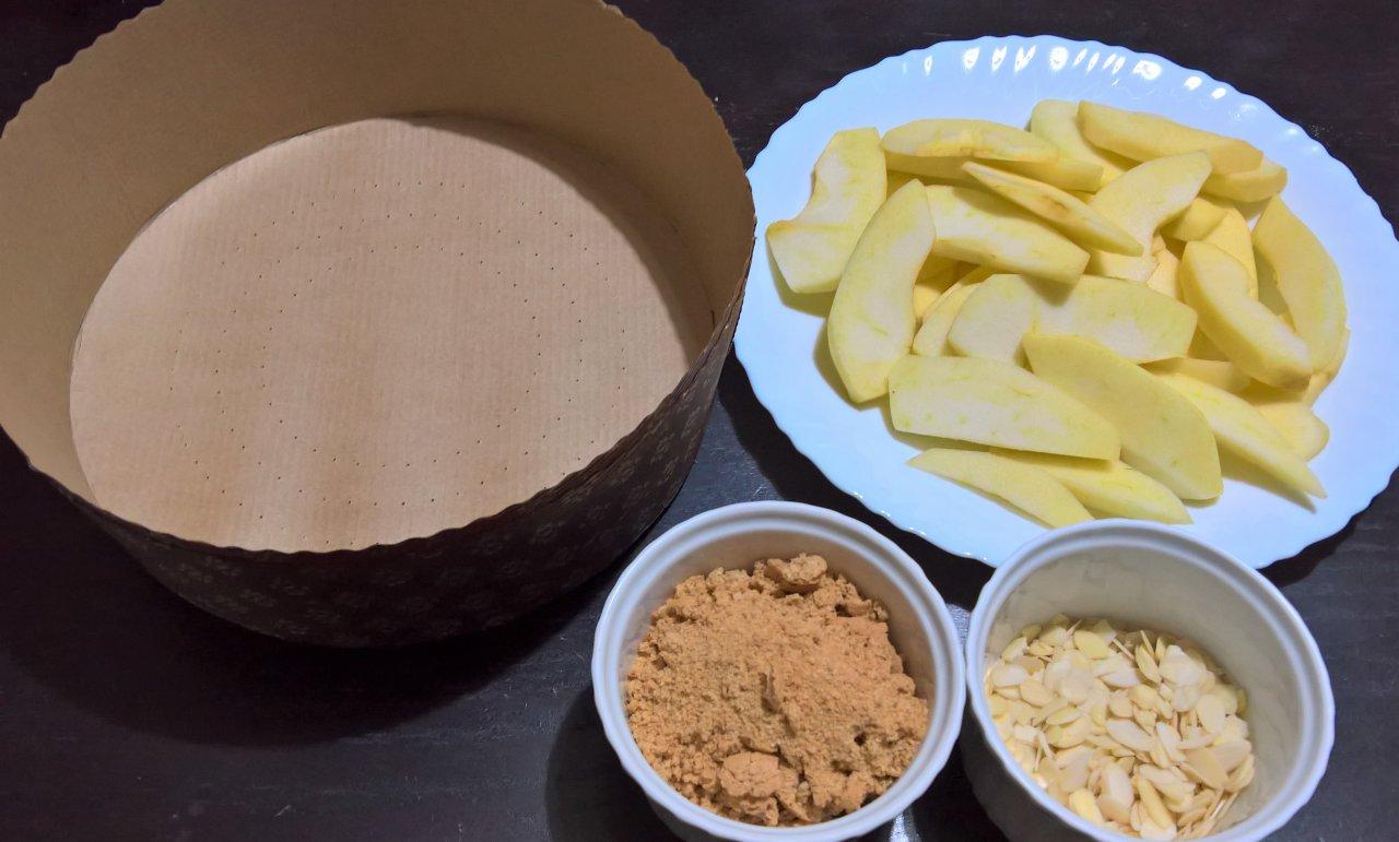 Torta mandorlata di mele e amaretti