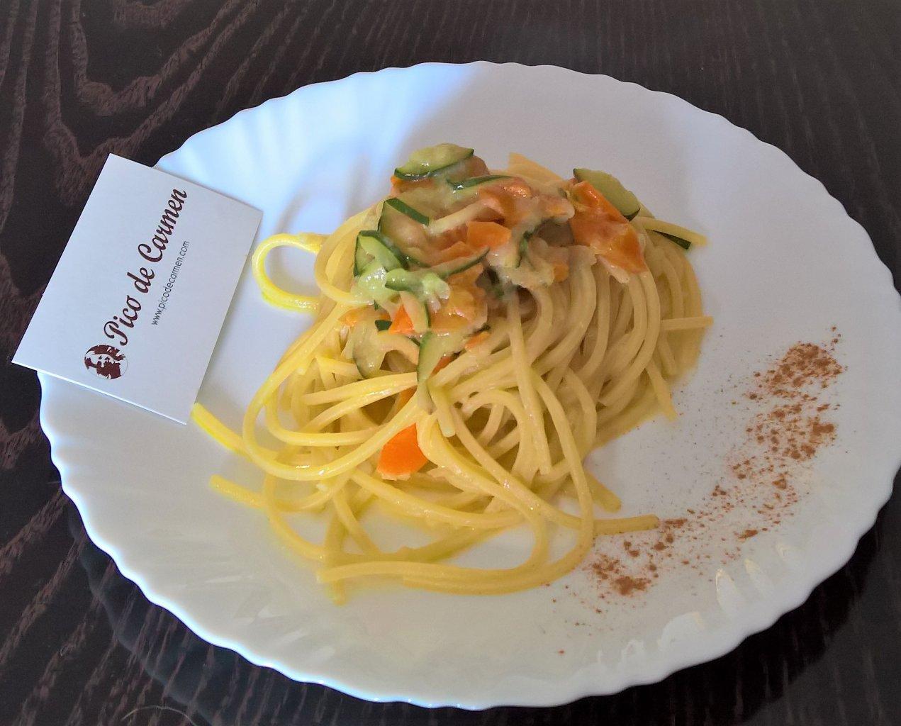 Spagheti con verdure con cremolata alla cannell