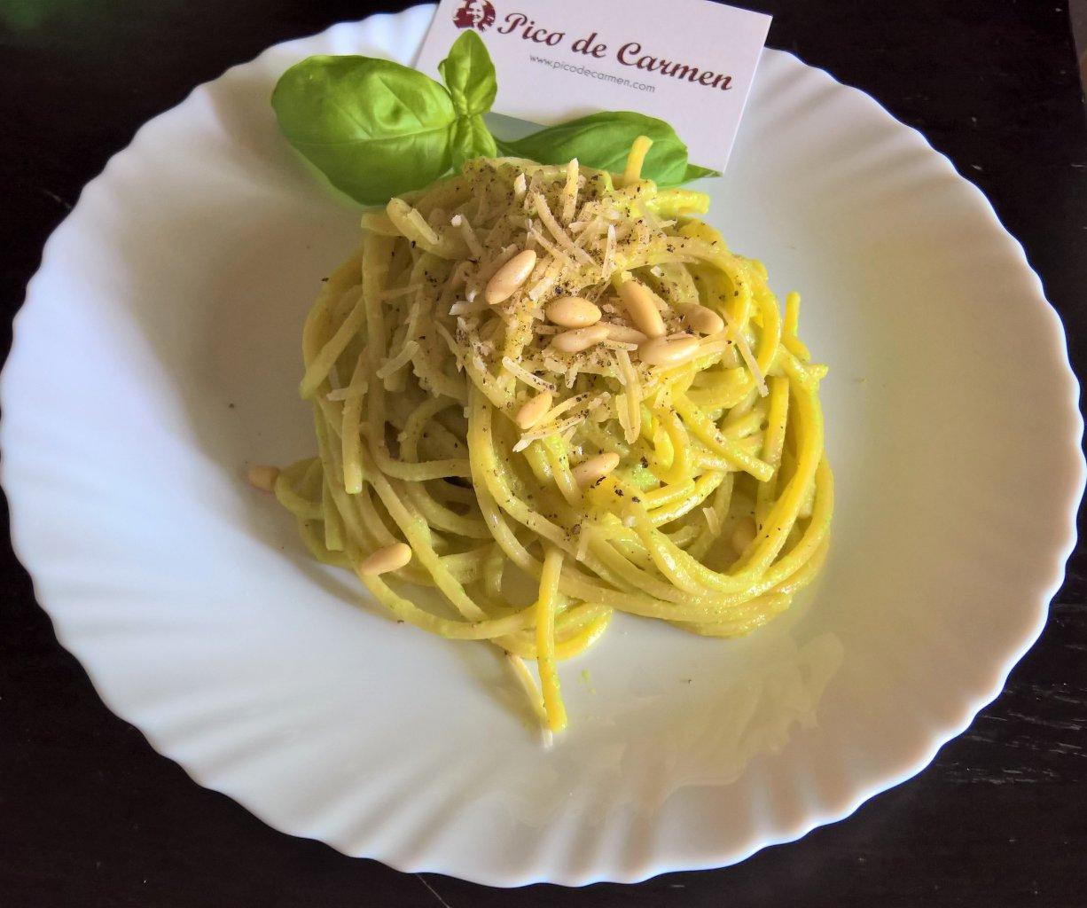 spaghetti quadrati al pesto di zucchine