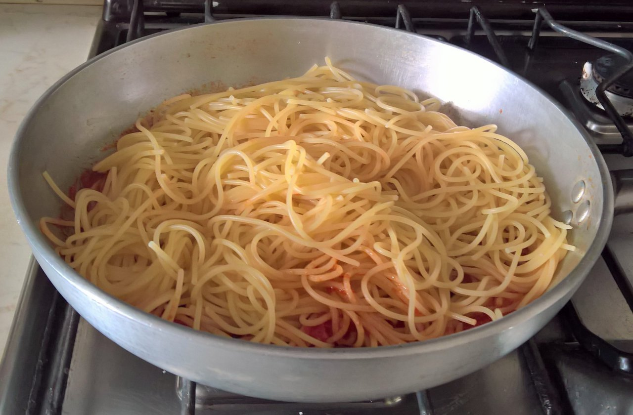 spaghetti olive capperi e cannella