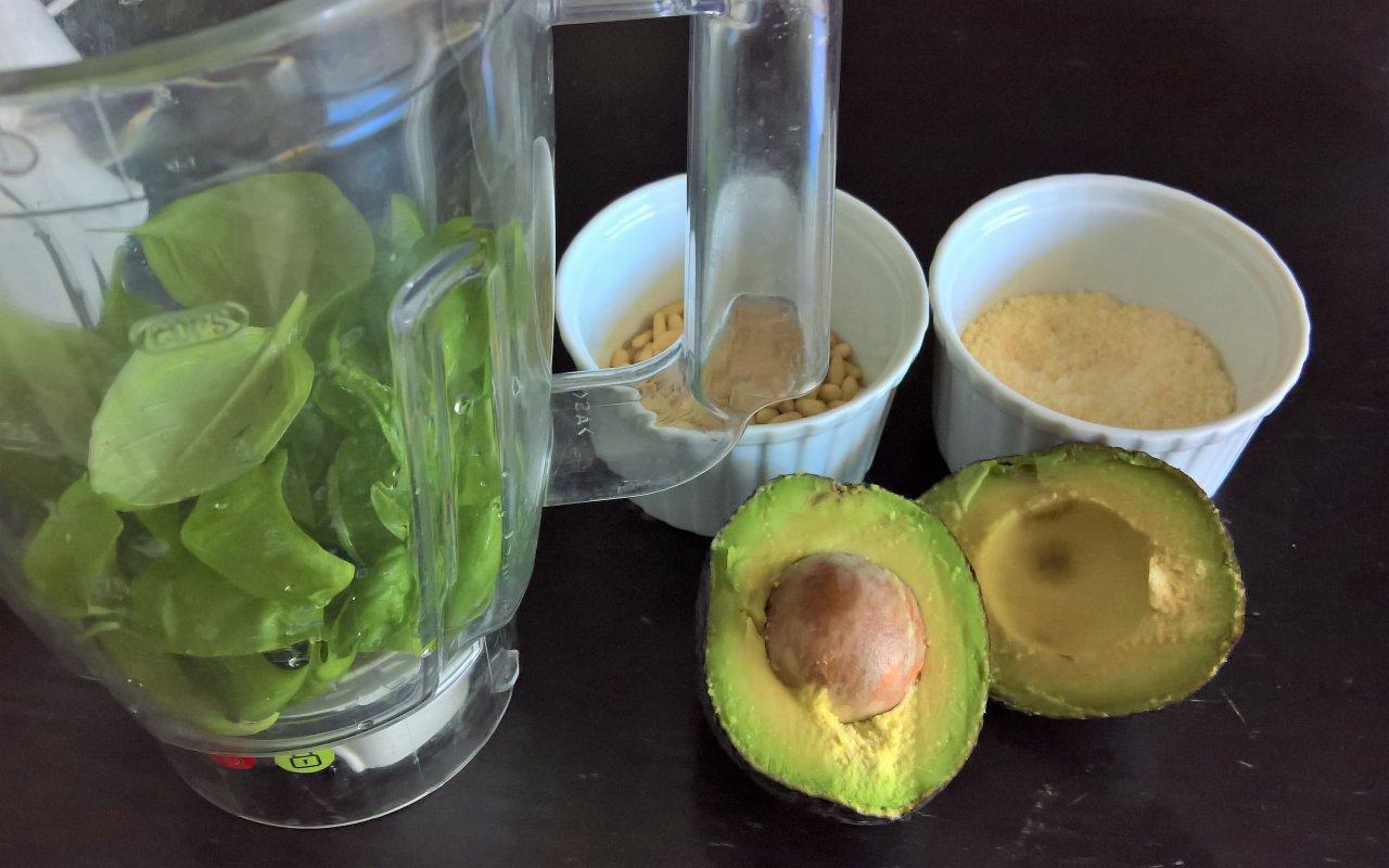 Nocciolo Di Avocado In Acqua pesto di avocado
